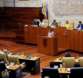 La Asamblea de Extremadura aprueba la declaración de Ciudadanos (C's) a favor de la unidad de España.
