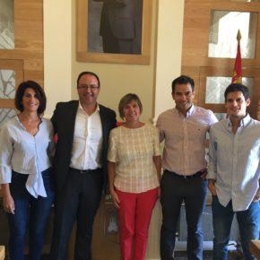 Consuelo Fernández recoge el testigo de Víctor Peguero en el Ayuntamiento de Cáceres