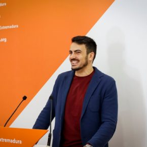 """David Salazar: """"La inversión para el aeropuerto de Badajoz está muy lejos de lo que a Extremadura le corresponde en materia de infraestructuras"""""""